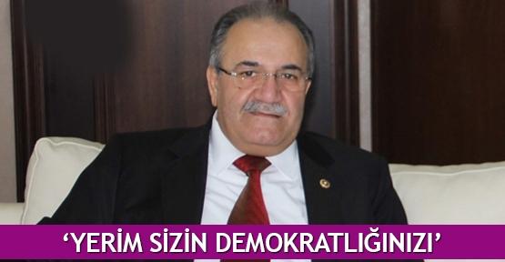'Yerim sizin demokratlığınızı'