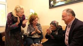 100 yaşındaki İskilipli nineye sürpriz kutlama