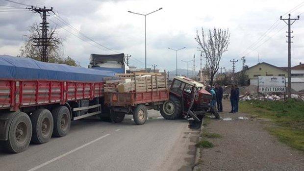 Traktör ikiye ayrıldı
