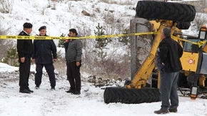 Greyder devrildi: muhtar öldü, 2 kişi yaralı
