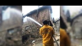 Köyde yangın, evler alevlere teslim oldu