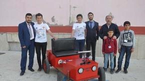 Köy çocukları elektrikli araba yaptı