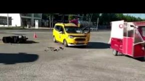Terminal Kavşağı'nda kaza, kurye yaralandı
